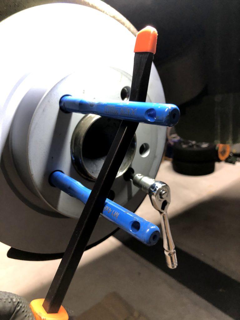 MINI CROSSOVER R60 ローター固定ボルト取付取り外し