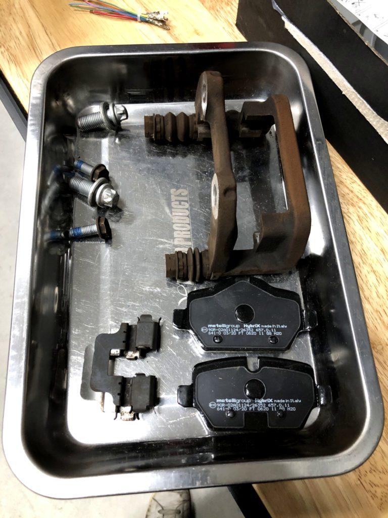 MINI CROSSOVER R60 パッドリテーナー洗浄