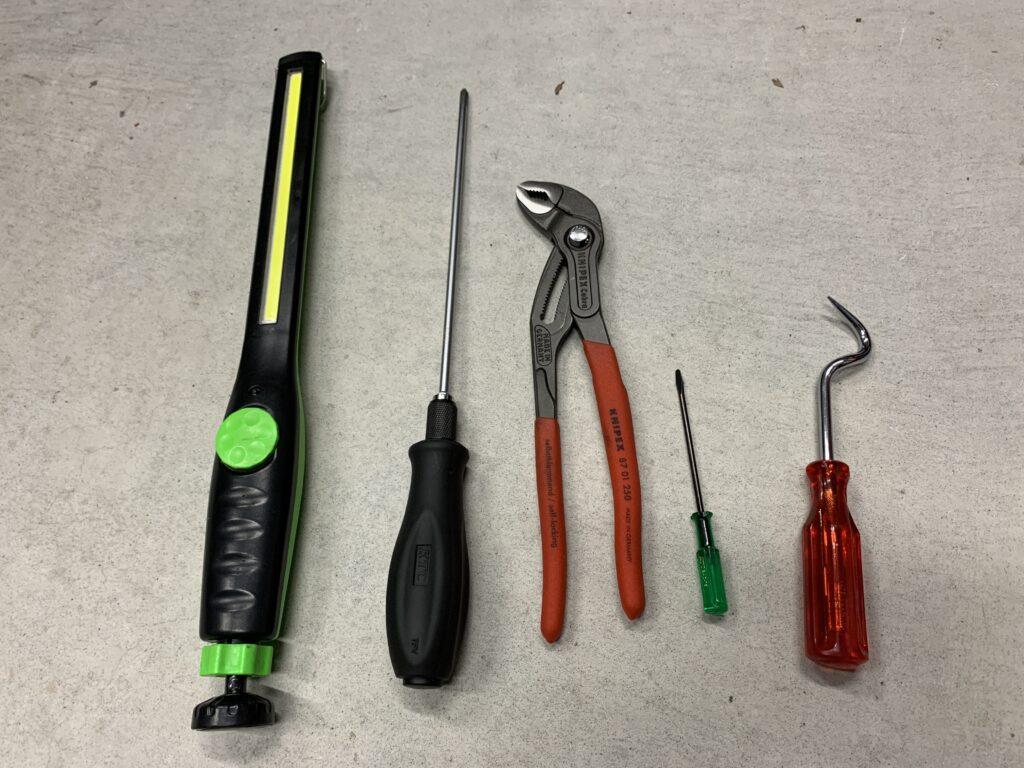 R60冷却水交換に使用した工具